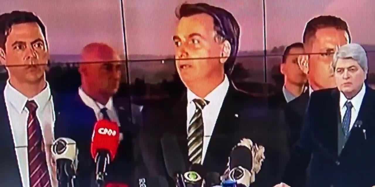 Bolsonaro dice que hará un asado para 30 personas en su casa, pese a recomendaciones de aislamiento social