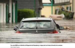 auto inundado con adhesivo que insulta a Greta